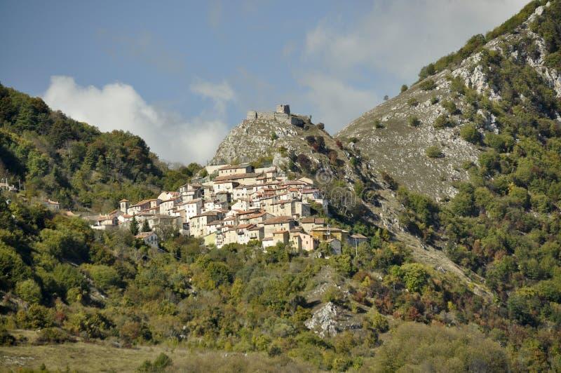 Dorp van Tremonti in Abruzzo Italië stock foto