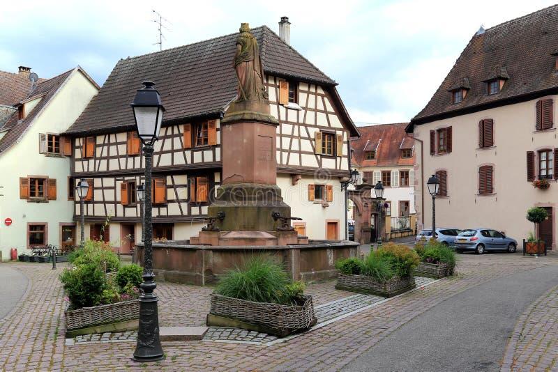 Dorpscentrum van Obernai, de Elzas, Frankrijk stock afbeelding