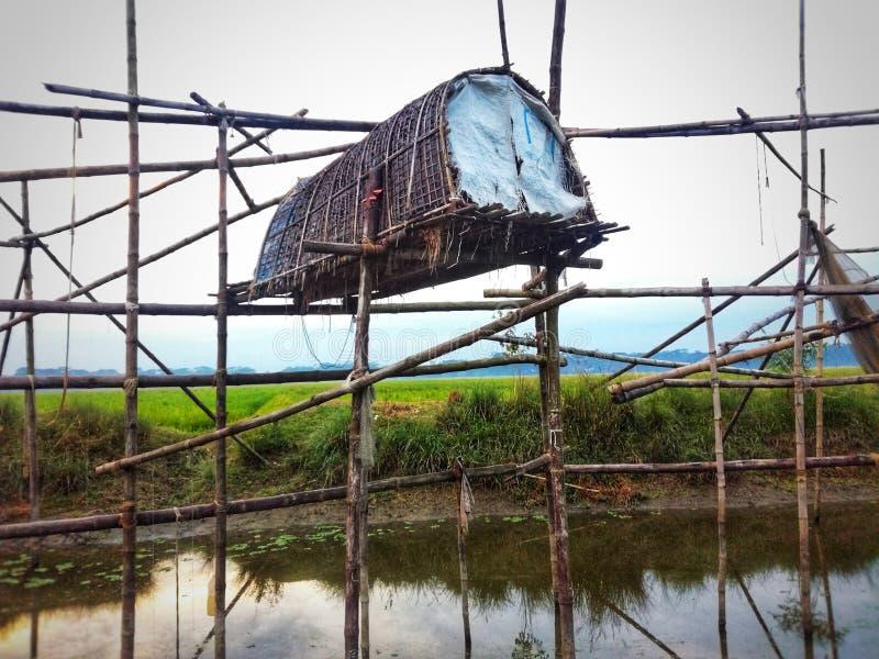 dorpsvissen die instrument vangen royalty-vrije stock fotografie