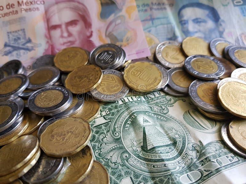 dorso de un billete de dólar y de Pesos mexicanos fotos de archivo libres de regalías