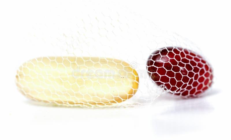 Dorsz wątróbki oleju omega 3 i krill gel nafciane kapsuły w sieci fotografia royalty free