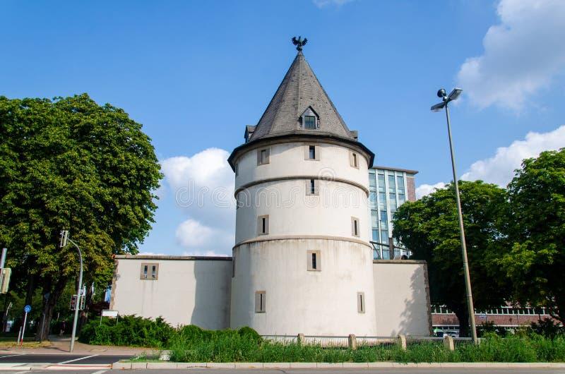 Dortmund Adlerturm Eagle Tower är ett rekonstruerat torn av den medeltida stadsmuren i Dortmund Tyskland royaltyfri bild