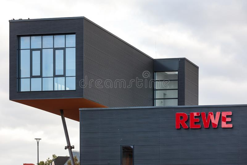 Dortmund, Noordrijn-Westfalen/Duitsland - 22 10 18: rewe de bouw in Dortmund Duitsland stock foto