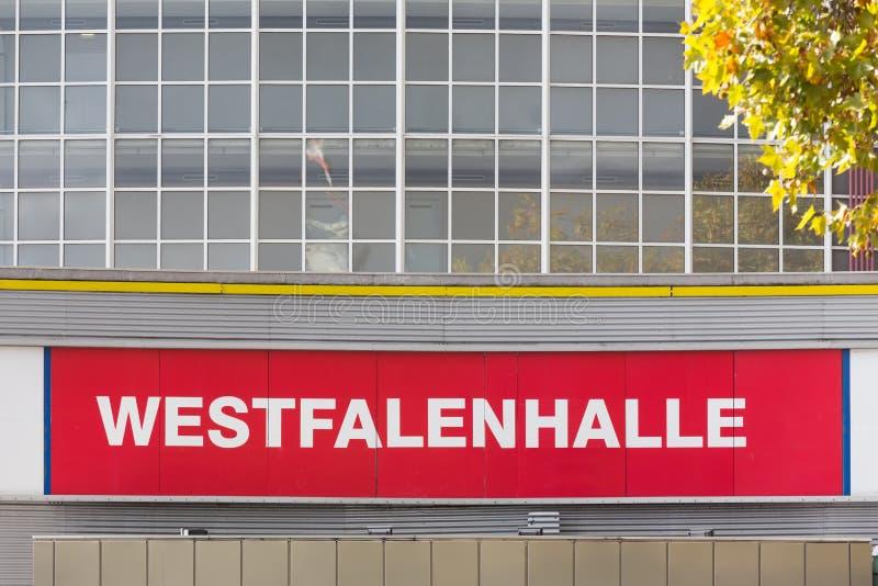 Dortmund, Noordrijn-Westfalen/Duitsland - 22 10 18: westfalenhalle het teken van Dortmund in Dortmund Duitsland stock foto