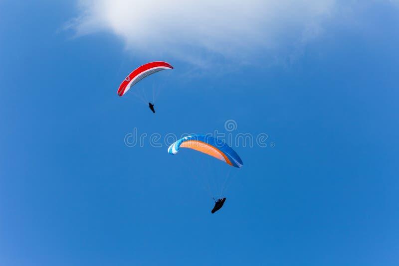 Dos alas flexibles en el cielo fotos de archivo libres de regalías