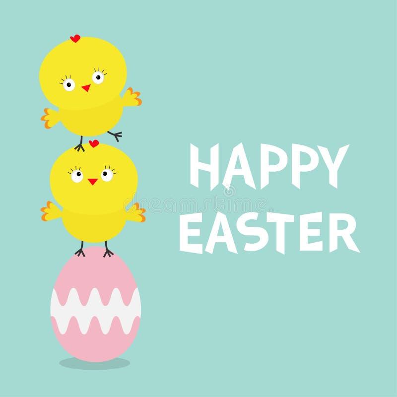Dos amigos del pájaro del polluelo del bebé que se colocan en la pintura del huevo rosado Sistema feliz de la familia de la pirám libre illustration