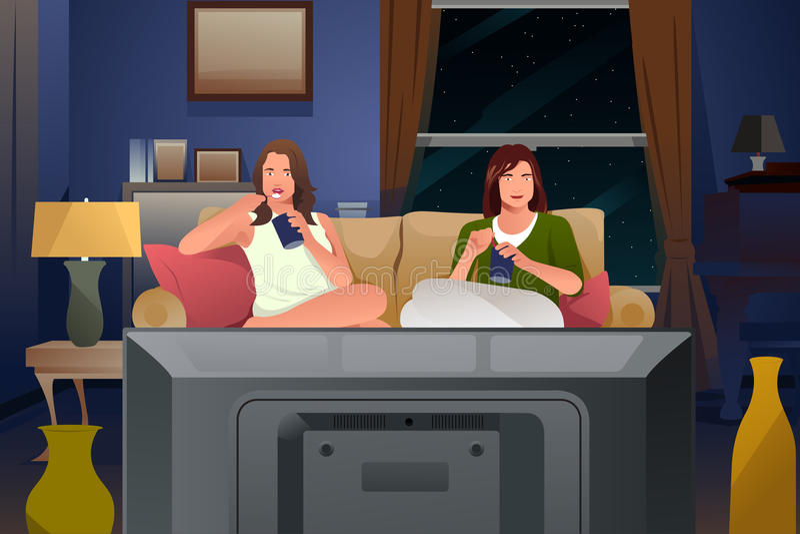 Dos amigos femeninos que ven la TV y que comen el helado ilustración del vector