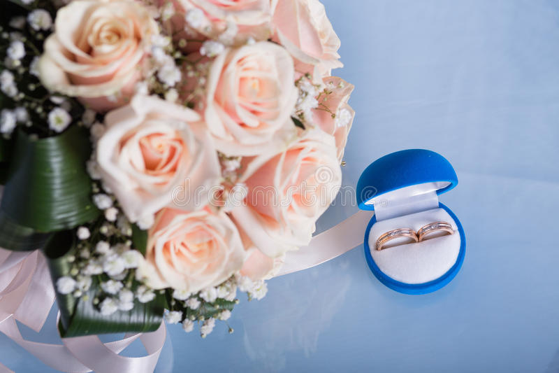 Dos anillos de bodas foto de archivo libre de regalías