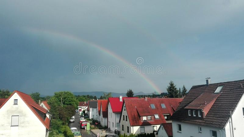 Dos arco iris en el cielo foto de archivo