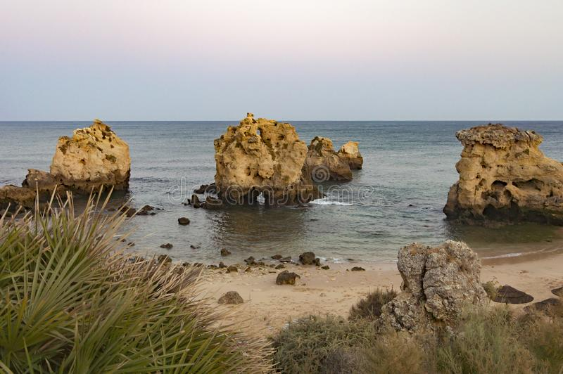 Dos Arrifes strand Algarve Portugal royaltyfri foto