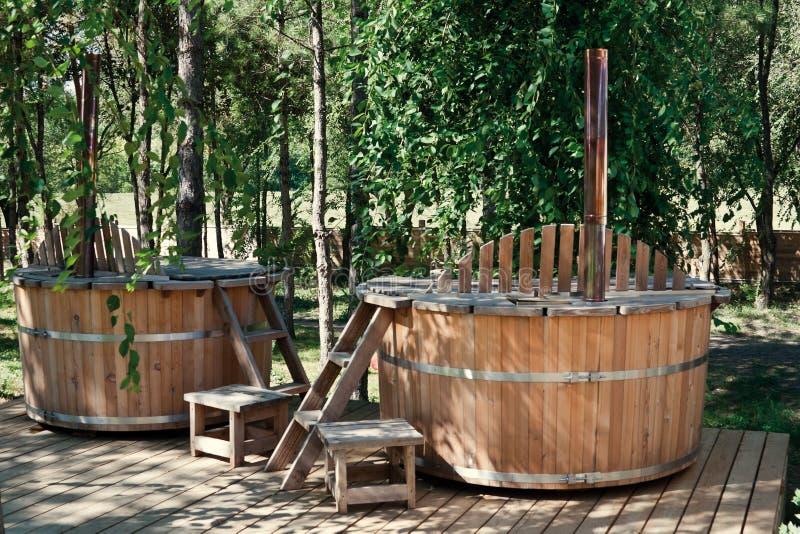 Dos bañeras de madera imágenes de archivo libres de regalías