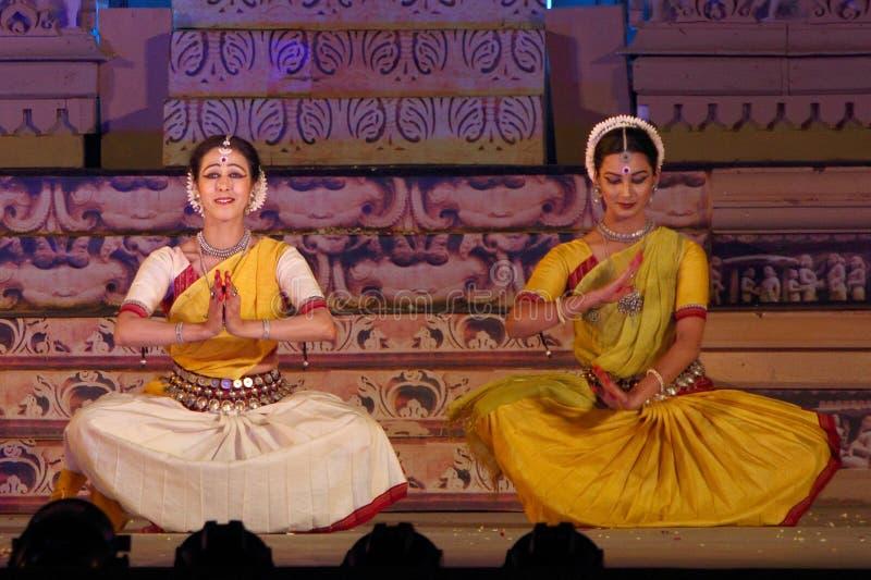 Dos bailarines que realizan la danza de Odisi imagen de archivo libre de regalías