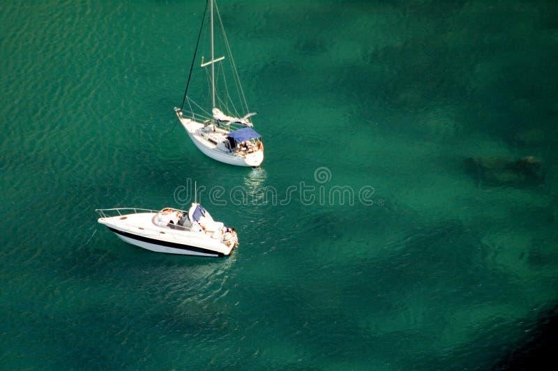 Dos barcos asegurados para arriba foto de archivo libre de regalías