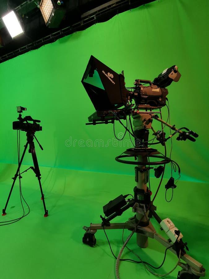 Dos c?maras en estudio de la TV foto de archivo