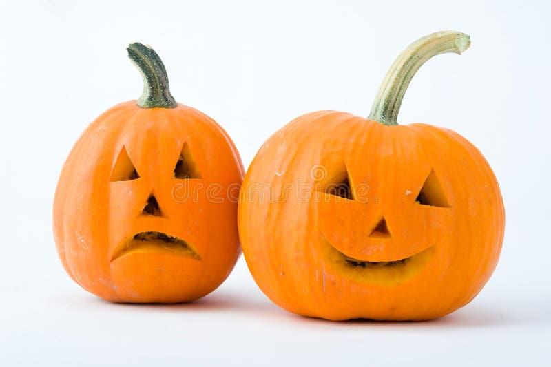 Dos calabazas cortadas con Halloween hacen frente aislado en el fondo blanco fotos de archivo libres de regalías