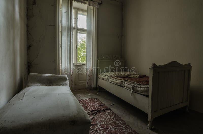 dos camas viejas imagen de archivo libre de regalías