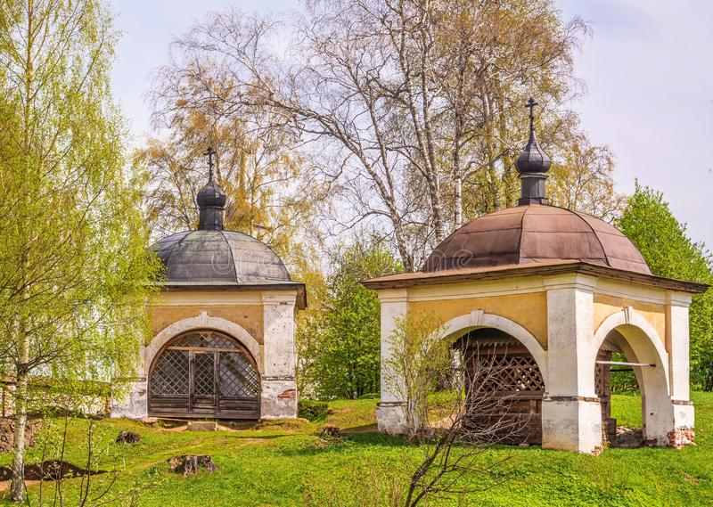Dos capillas antiguas imagenes de archivo