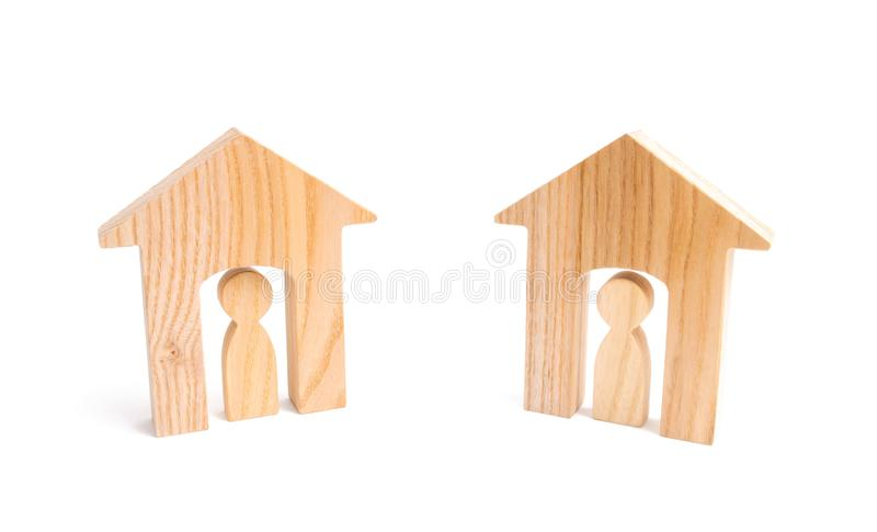 Dos casas vecinas en un fondo blanco El concepto de buenas buenas relaciones de vecindad y relaciones entre los vecinos imágenes de archivo libres de regalías
