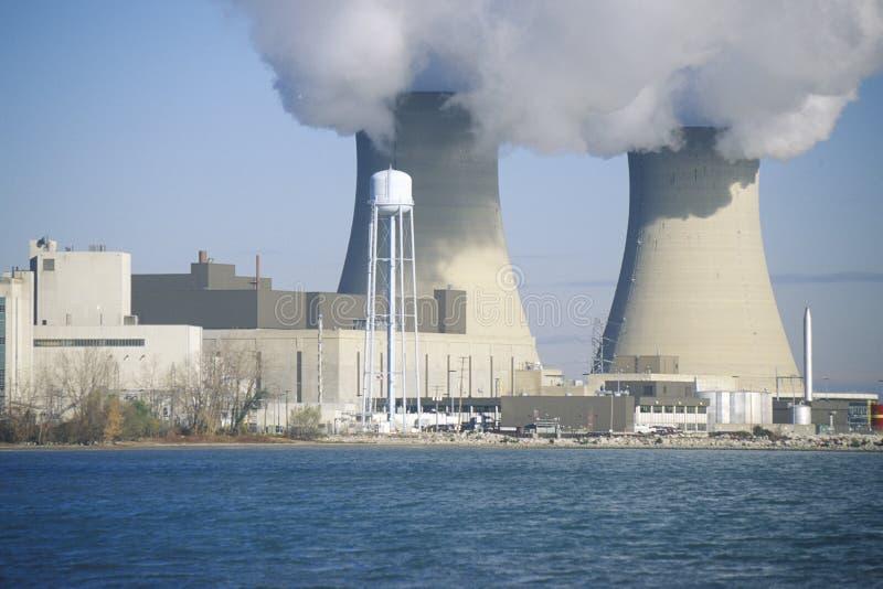 Dos centrales nuclear en el lago Erie, MI imágenes de archivo libres de regalías