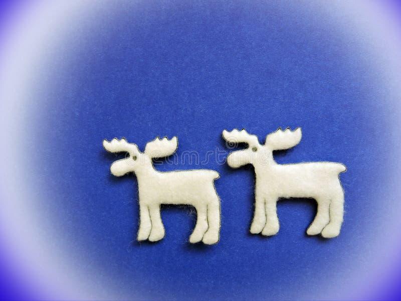 Dos ciervos blancos hechos de tela foto de archivo