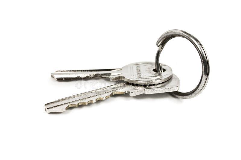 Dos claves en un anillo del metal imagenes de archivo