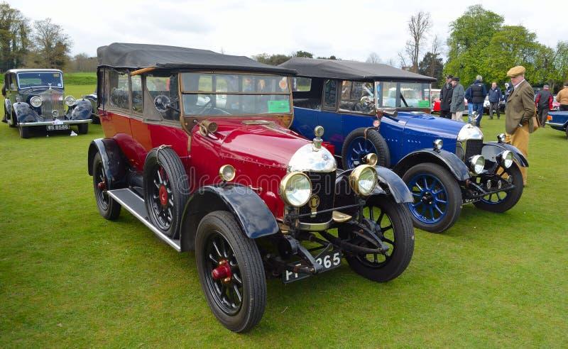 Dos coches de motor de Morris Cowley del vintage foto de archivo