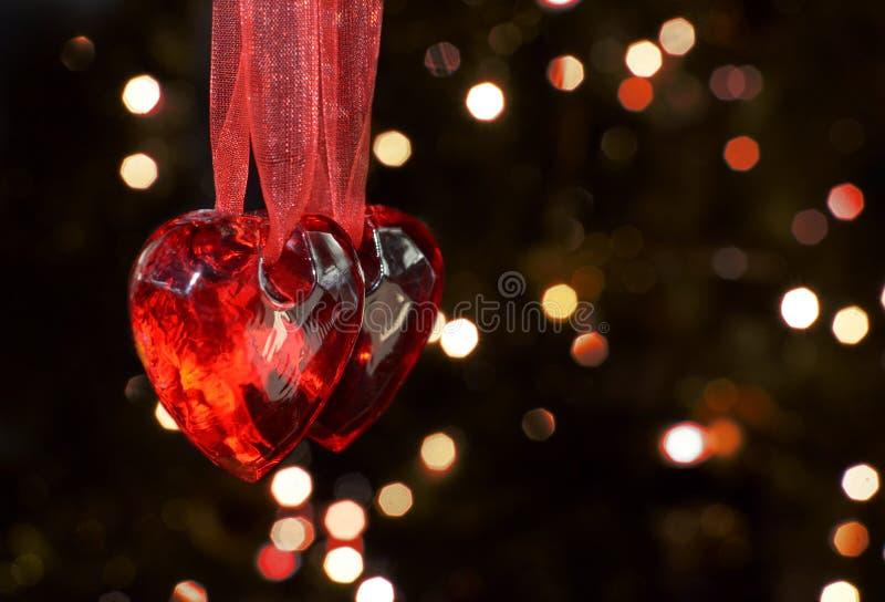 Dos corazones para dos personas el día de tarjetas del día de San Valentín fotografía de archivo libre de regalías