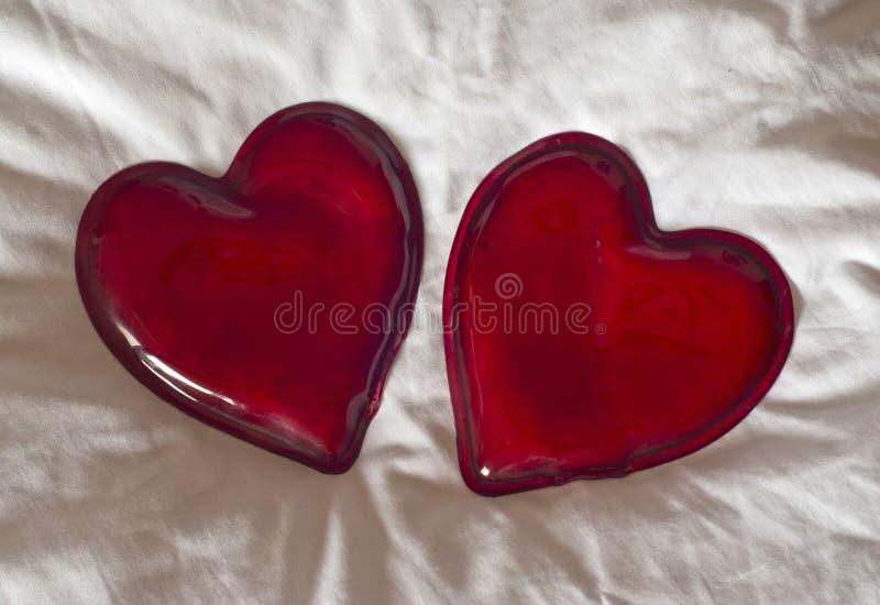 Dos corazones rojos fotografía de archivo libre de regalías