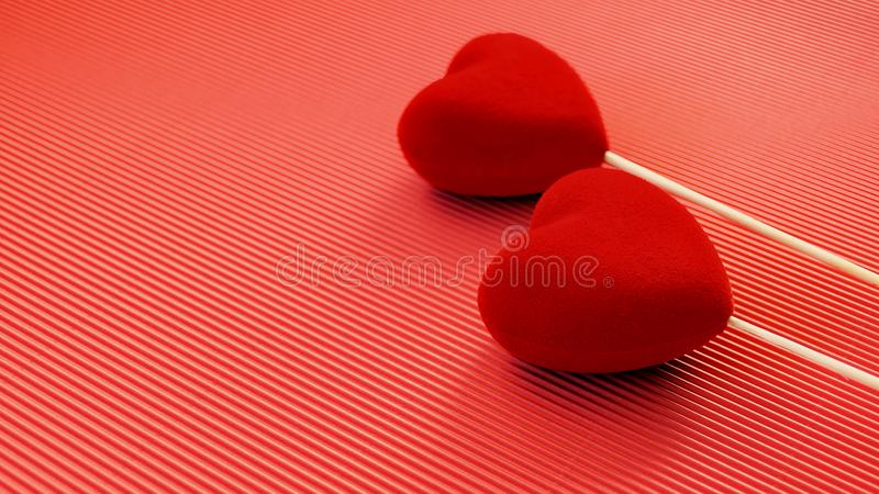 Dos corazones rojos del terciopelo en una superficie roja del cartón Postal de los saludos del día de tarjeta del día de San Vale fotografía de archivo libre de regalías