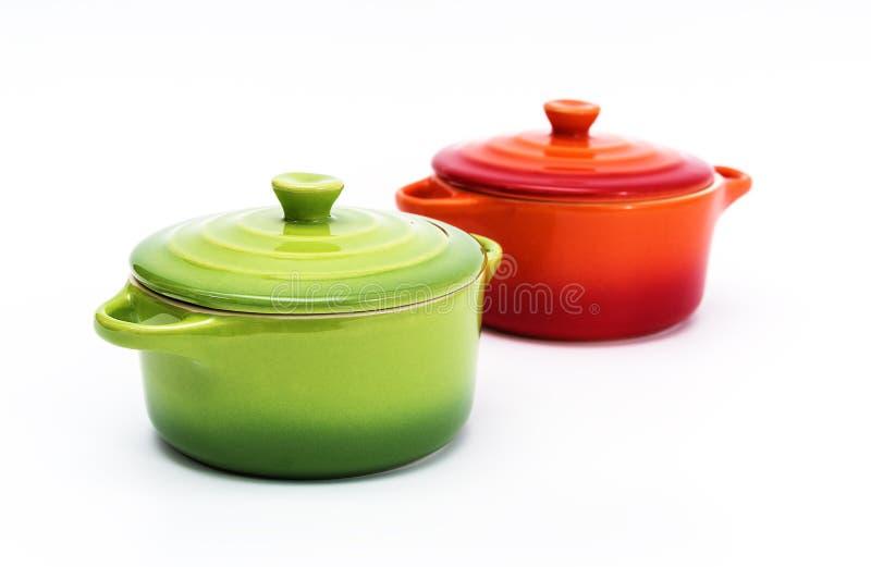 Dos crisoles de cerámica imagen de archivo