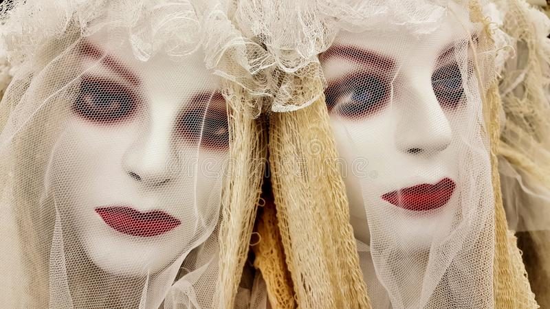 Dos decoraciones honestas de Halloween para novias no muertas fotografía de archivo