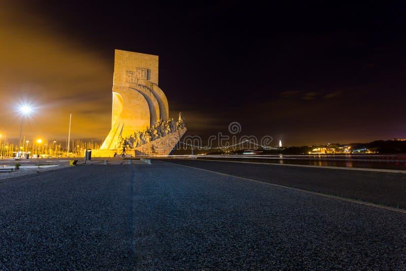 DOS Descobrimentos, Lisbonne, Portugal de Padrao, la nuit photographie stock libre de droits