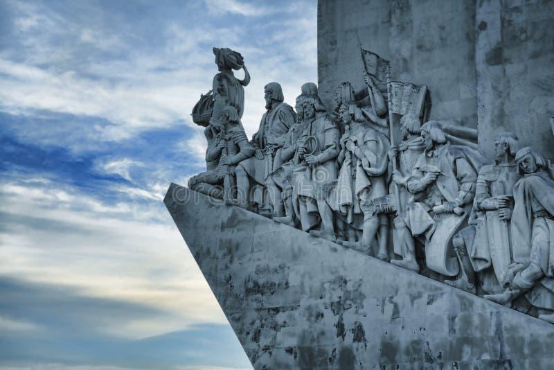 DOS Descobrimentos (monumento de Padrao de los descubrimientos) en Lisbo imagen de archivo
