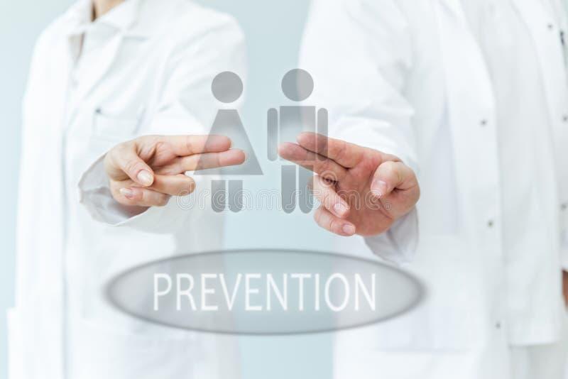 Dos doctores que apoyan la prevención imagen de archivo