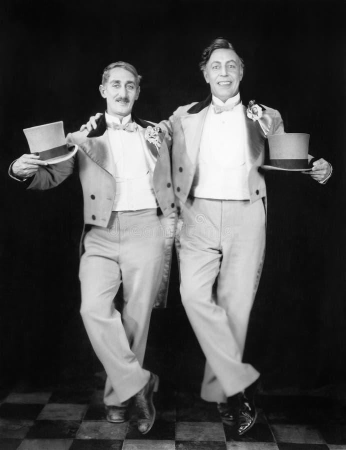 Dos ejecutantes que presentan después de una danza (todas las personas representadas no son vivas más largo y ningún estado exist fotografía de archivo