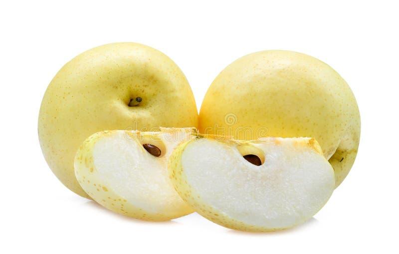 Dos enteros y rebanada de pera china en blanco fotos de archivo