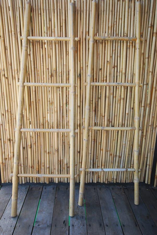 dos escaleras de bamb
