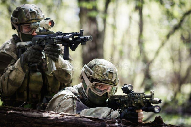 Dos francotiradores en la operación militar fotografía de archivo libre de regalías