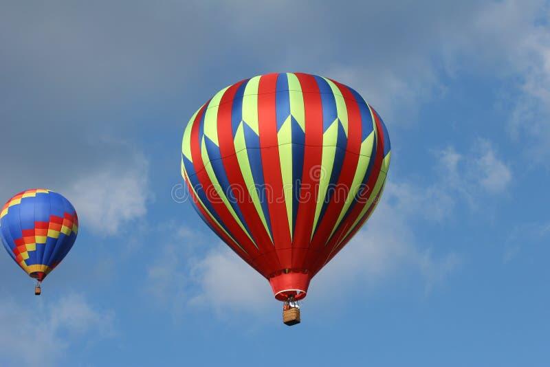 Dos globos del aire caliente foto de archivo libre de regalías