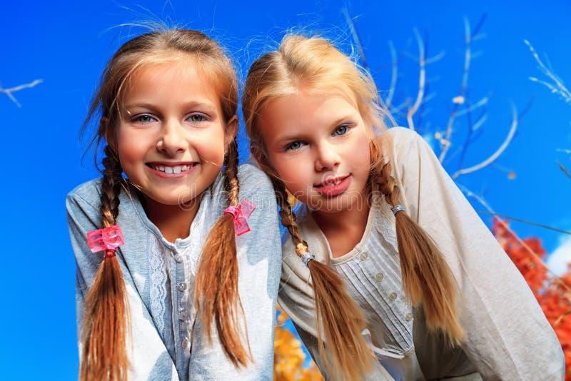 Dos hermanas imágenes de archivo libres de regalías