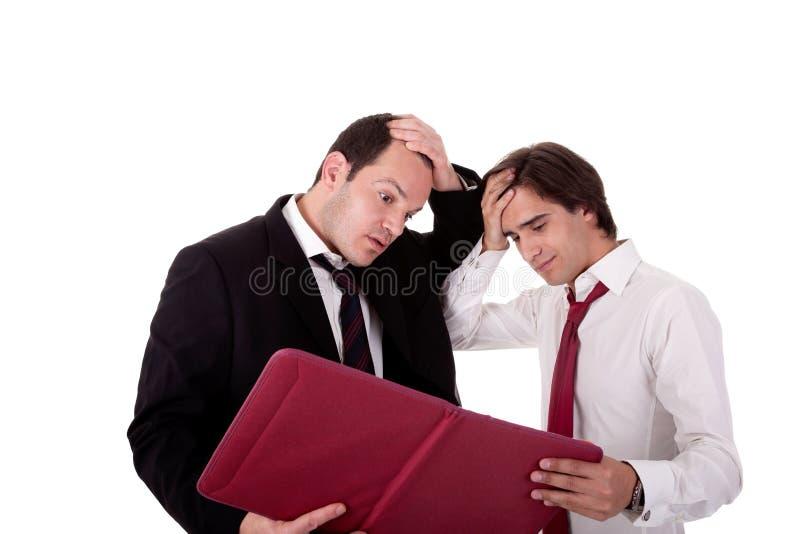 Dos hombres de negocios que hablan del trabajo, cansado, preocupante foto de archivo