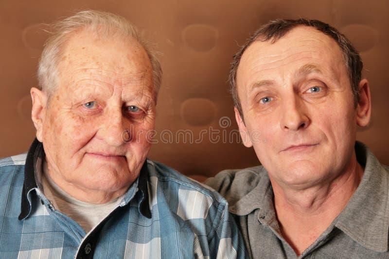 Dos hombres mayores fotos de archivo