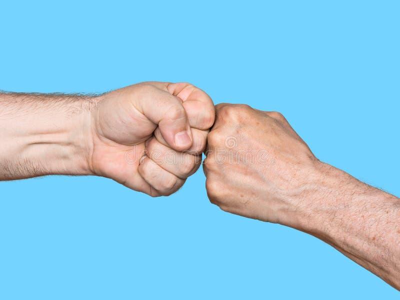 Download Dos Hombres Que Topan Los Puños Foto de archivo - Imagen de manos, gesto: 41909936