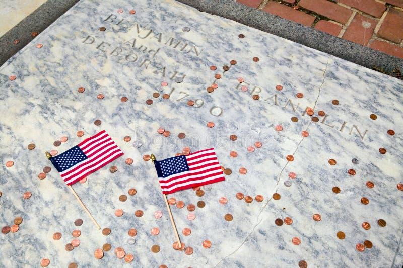 Dos indicadores para la lápida mortuaria de Ben Franklin fotos de archivo libres de regalías