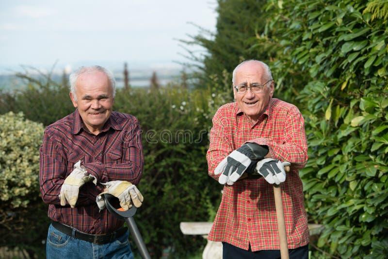 Dos jardineros fotos de archivo libres de regalías