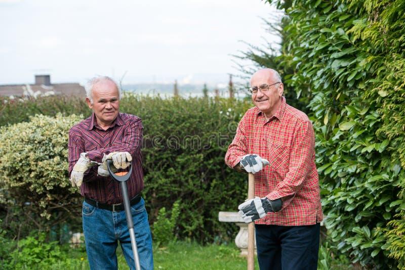 Dos jardineros imagenes de archivo