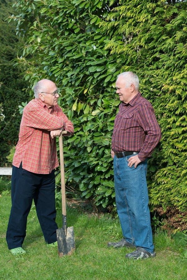 Dos jardineros imagen de archivo libre de regalías