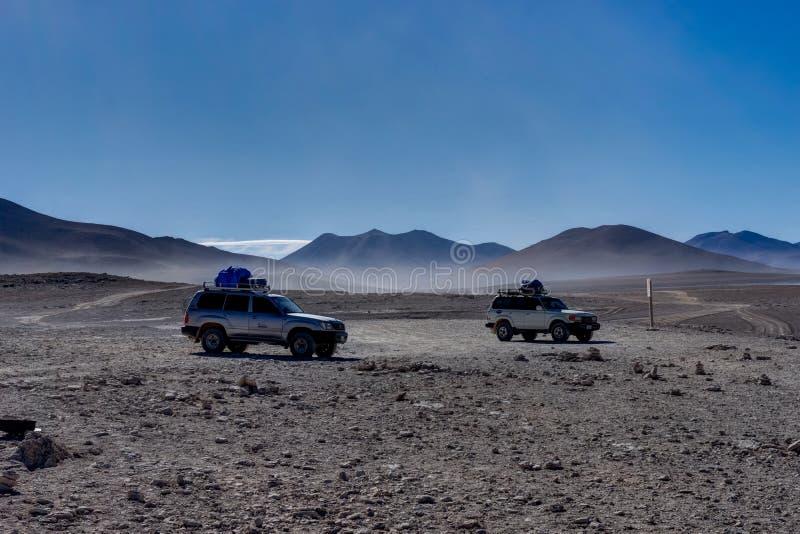 Dos jeeps 4x4 Offroader Altiplano Bolivia fotos de archivo libres de regalías