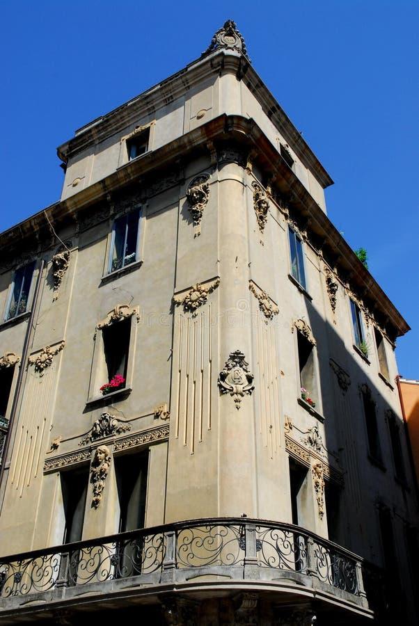 Dos lados simétricos de un edificio elegante en Padua en Véneto (Italia) fotos de archivo libres de regalías