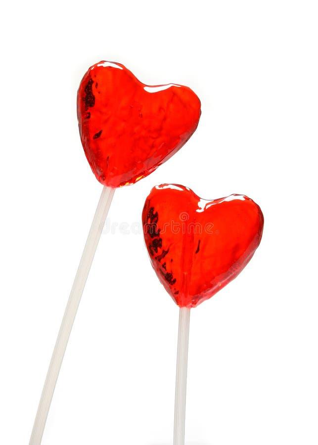 Dos lollipops en forma de corazón para la tarjeta del día de San Valentín foto de archivo